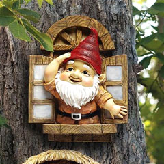 Design Toscano Knothole Gnome Window Garden Statue