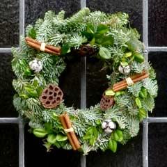 Thompson & Morgan Luxury Christmas Wreath - 30cm